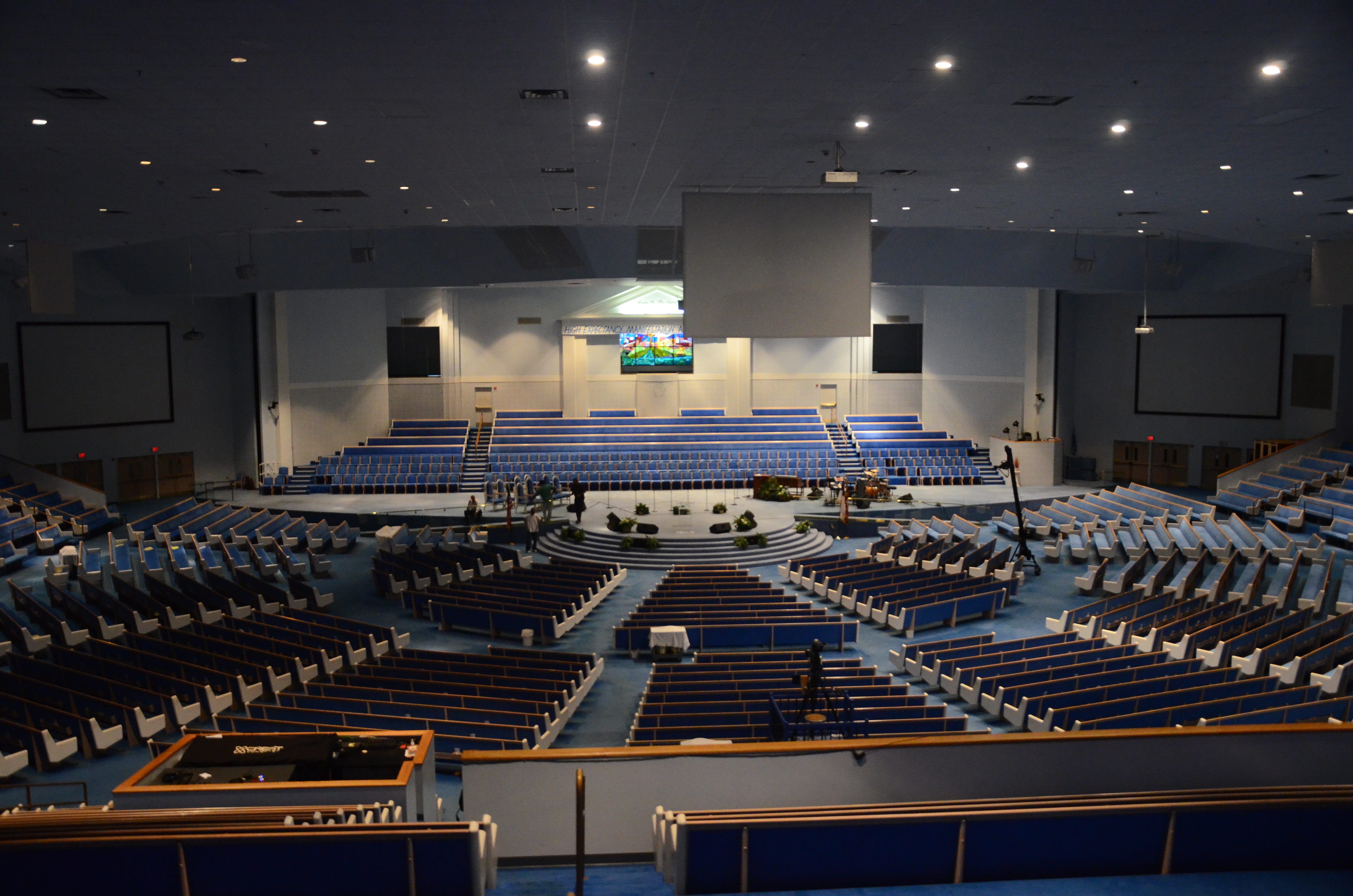 how to find a house church